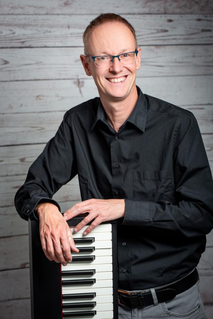 "Paul Hombachs Meetig Music live! <a href=""https://youtu.be/VgVke8Dj914"" target=""_blank""></a>"